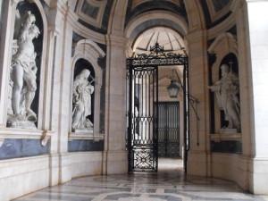 Мафра - входът на базиликата