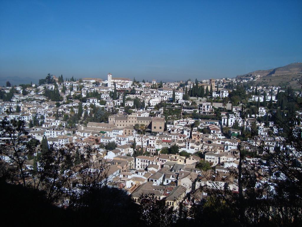 гледка към Гранада от двореца Алхамбра