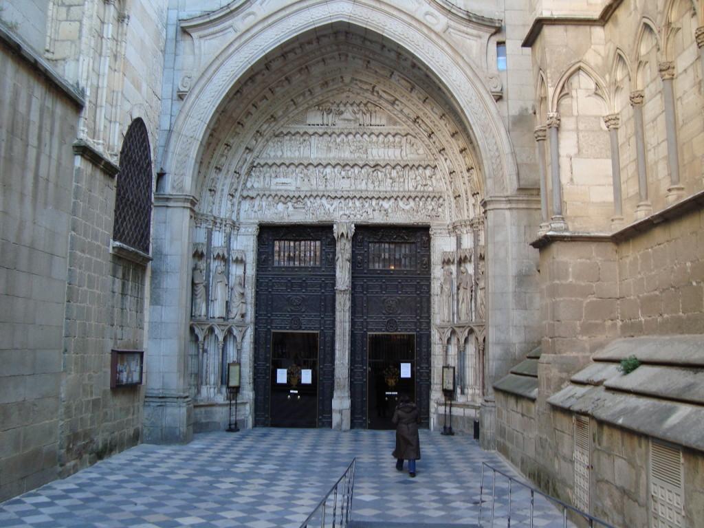 Входът на катедралата в Толедо