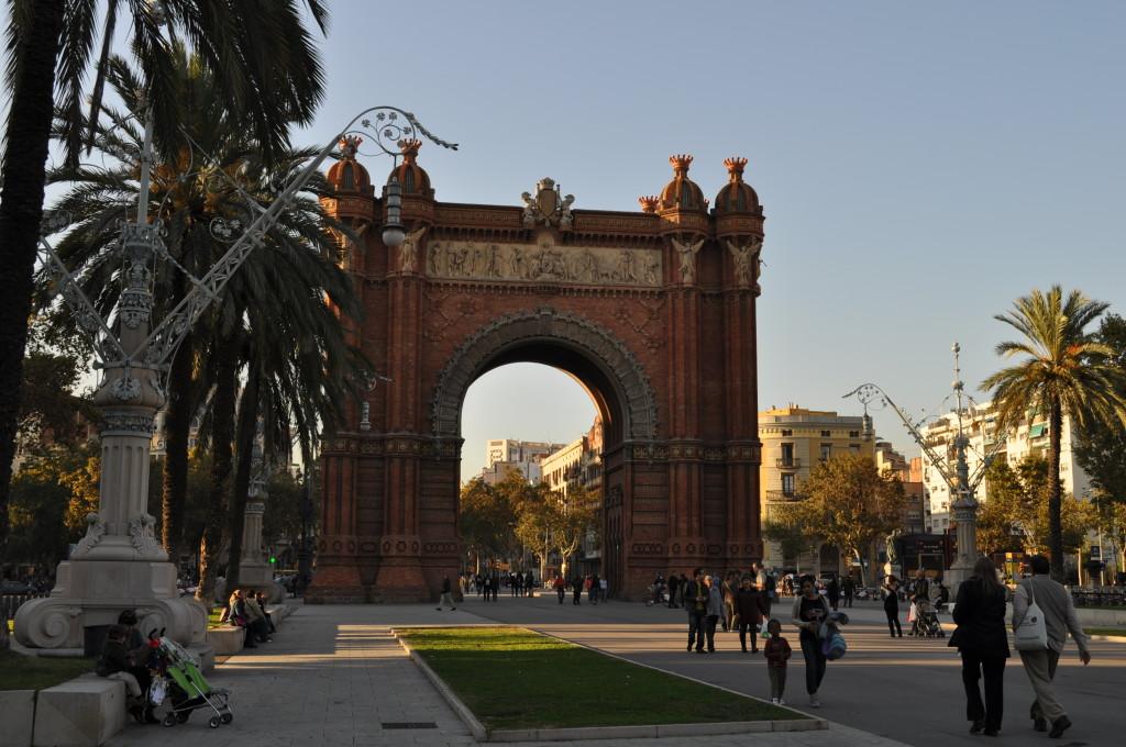 Барселонската триумфална арка, построена през 1888 г.