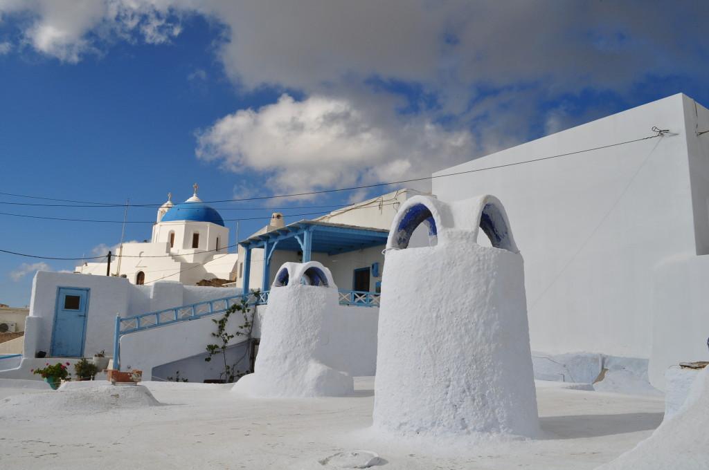 Пиргос - само в бяло и синьо
