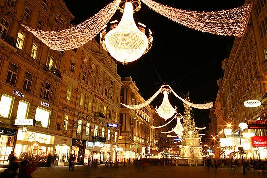 Коледни светлини във Виена