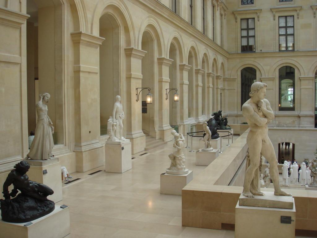 В коридорите на Лувъра
