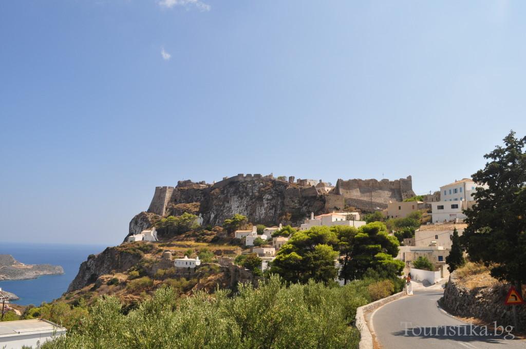 Столицата Китира с Венецианската крепост на хълма