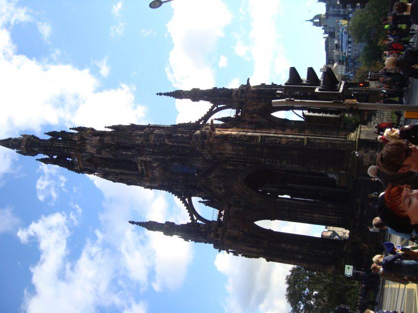 pametnikyt_na_skot_edinburg
