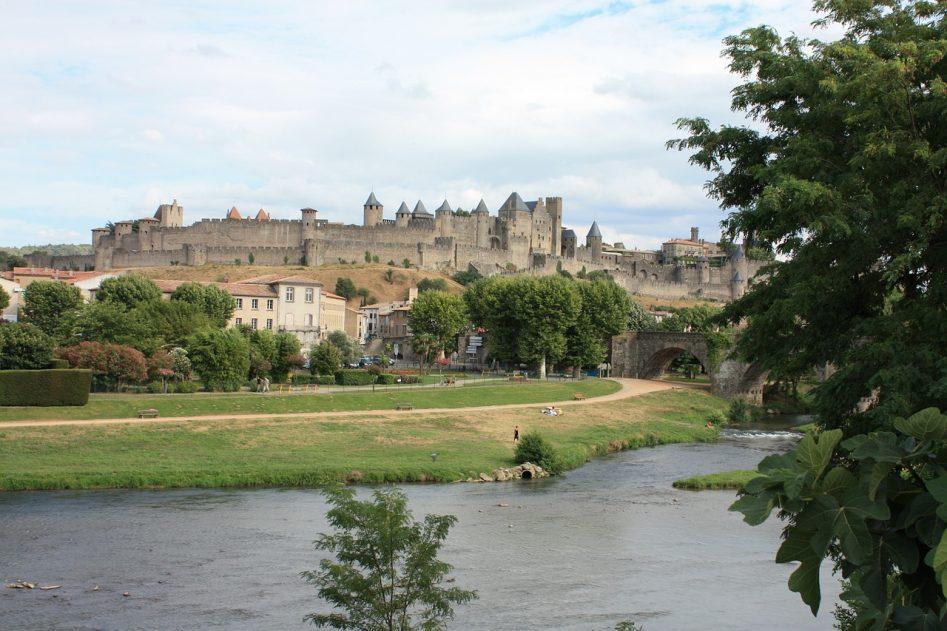 замък-крепост-каркасон