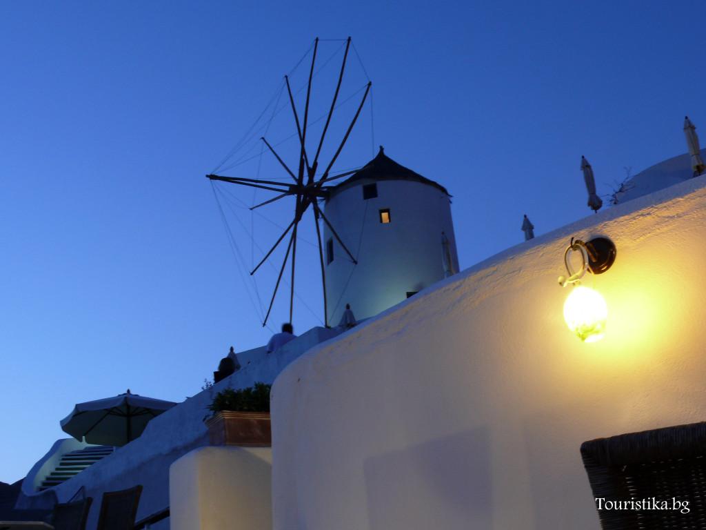 Прочутите вятърни мелници са навсякъде в Санторини