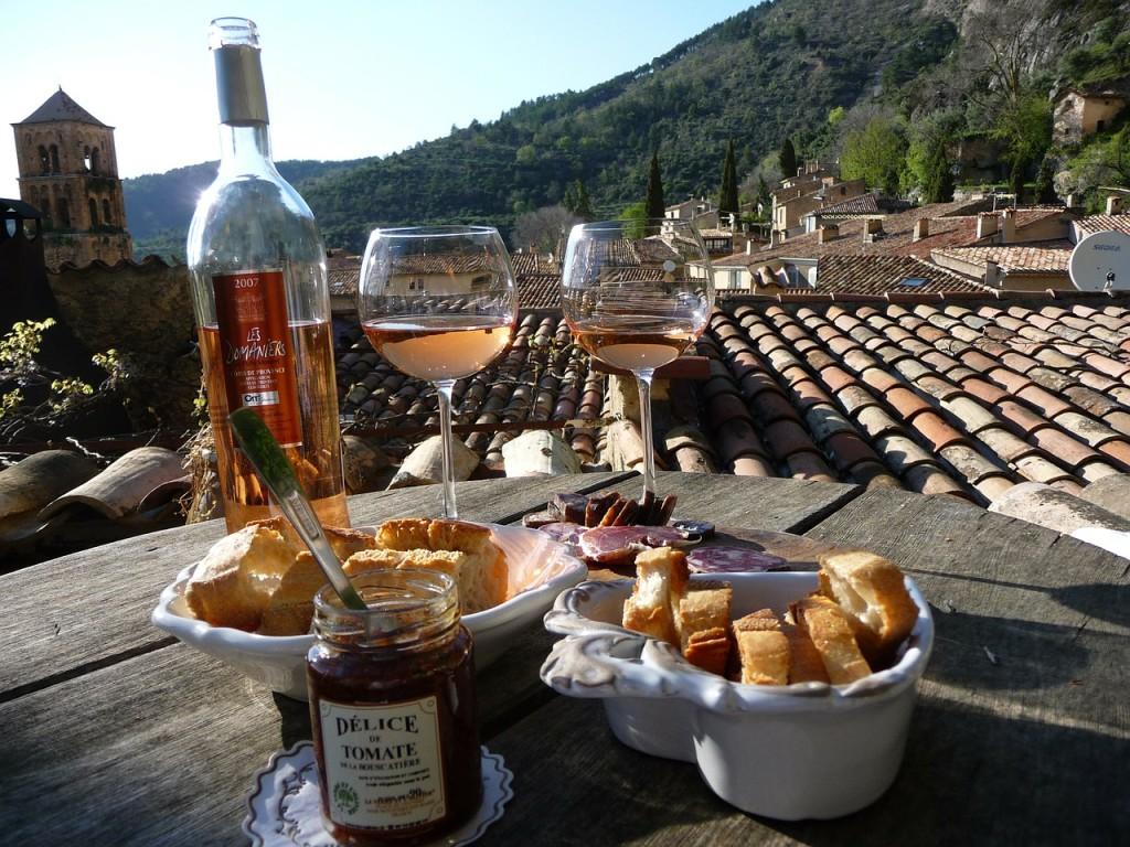 Местните храни и вино са често основен повод за туристическите пътувания