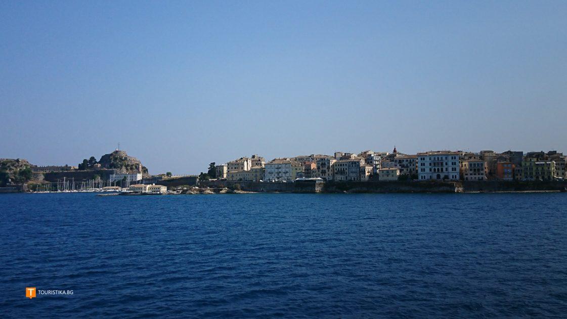 Corfu_feribot_pristanishte