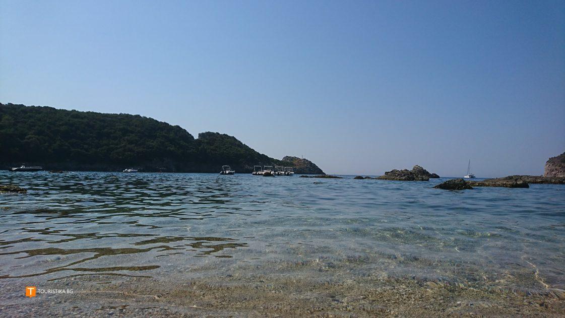 Corfu_plazh_Paleokastritsa